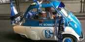 Schalke 04 hat die besten Fans, die sich ein Verein wünschen kann. Und diese Fans leiden gerade sehr... Foto: Produnis / Wikimedia Commons / CC-BY-SA 3.0