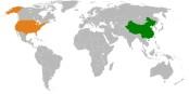 China (grün) und die USA (orange) sind die Hauptakteure der Propaganda-Schlacht. Aber Europa mischt auch mit. Foto: User:Bazonka at English Wikipedia / Wikimedia Commons / CC-BY-SA 3.0