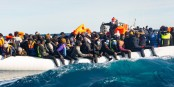 Seule l'ONG SOS Méditerranée sauve encore des vies humaines dans cette mer devenue mortelle. Foto: Fabian Mondl / SOS Méditerranée