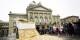 Le parvis du Palais du Parlement peut aussi voir s'assembler des manifestants comme ici en 2013.  Foto: Stefan Bohrer / Wikimedia Commons / PD