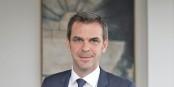 Die Krisenkommunikation des französischen Gesundheitsministers Olivier Véran ist absolut amateurhaft. Foto: (c) Nicolo-Revelli-Beaumont / Wikimedia Commons