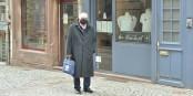 """Jacques Zucker devant la boutique """"Blanc de Nil"""" fermée. Le centre-ville de Strasbourg est toujours en hibernation forcée... Foto: Eurojournalist(e)"""