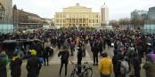 """Les manifestants CONTRE les """"querdenker"""" portent des masques... Foto: Roy Zuo / Wikimedia Commons / CC-BY-SA 4.0int"""