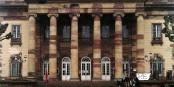 Verweist liegt sie da, die Opera. Ein seltener Anblick, die Rheinoper Straßburg ohne Ankündigungsbandarolen. Foto: Michael Magercord / Eurojournalist(e)