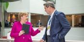 Diskutiert Angela Merkel hier bereits mit ihrem Nachfolger Markus Söder? Foto: European People's Party / Wikimedia Commons / CC-BY 2.0