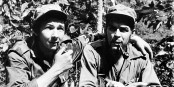 Das waren revolutionäre Zeiten... Raoul Castro (links) mit Che Guevara 1958... Foto: Anonymous / Wikimedia Commons / PD