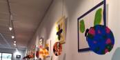L'exposition « Reflets de l'Abstrait », du 1er au 15 octobre 2020, accueillait des œuvres de Benjamin, mises en poème par Daniel Meunier. Foto : privée