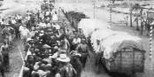 """Transport von Hereros 1907 ins KZ Swakopmund in Namibia. Zugtransporte ins KZs scheinen eine """"deutsche Tradition"""" zu sein. Foto: unbekannt / Wikimedia Commons / PD"""
