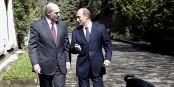 Vladimir Putin geht gerne mit seinen Hunden Gassi. Dieses Mal ist Alexander Lukaschenko dabei... Foto: Kremlin.ru / Wikimedia Commons / CC-BY-SA 3.0