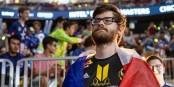 """Nathan """"NBK"""" Schmitt, joueur français, a déjà empoché plus de 600 000 € de gains lors des grands tournois. Foto: Esports Kingdom / Wikimedia Commons / CC-BY 2.0"""