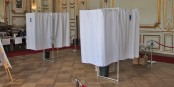 Auch an diesem Sonntag bleiben die Wahlkabinen so leer wie am Sonntag zuvor... Foto: Eurojournalist(e) / CC-BY 2.0