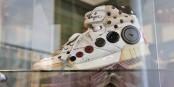 Parmi les objets exposés, les baskets de Prince, signés. Il chaussait du 36/37... Foto: Eurojournalist(e) / CC-BY-SA 4.0int