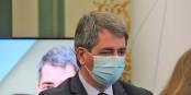Jean Rottner, der Kandidat, der sich selbst über die Schulter schaut, liegt in den Umfragen wieder knapp vorne. Foto: Eurojournalist(e) / CC-BY-SA 4.0int