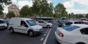 Je nach Tageszeit ist es in Paris ohnehin illusorisch, schneller als 30 km/h fahren zu wollen... Foto: Coyau / Wikimedia Commons / CC-BY-SA 3.0