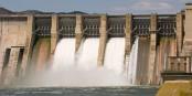 Le barrage de Mequinenza, situé sur le cours inférieur de l'Èbre et mis en service en 1966, a une puissance de 324 MW. Foto: Gmfbdn / Wikimedia Commons / CC-BY-SA 3.0