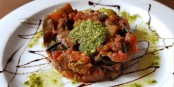La « caponata », un plat sicilien que l'on trouve tout autour de la Méditerranée en différentes déclinaisons. Foto: Joanbanjo / Wikimedia Commons / CC-BY-SA 4.0int