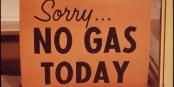 Solche Schilder hatte man zuletzt während der Öl-Krise 1973 gesehen. Dank des Brexits können viele britische Tankstellen diese Schilder wieder aus dem Keller holen. Foto: U.S. National Archives and Records Administration / Wikimedia Commons / PD