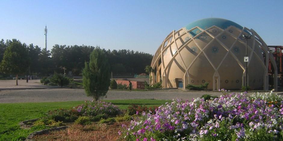 Le Planétarium Omar Khayyâm, un bijou architectural orné d'azur de Neichapour. Foto: SoniaSevilla / Wikimedia Commons / CC0 1.0
