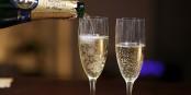 13 Jahre eurojournalist.eu! Darauf ein Gläschen Champagner! Foto: Simon Law from Montréal, QC, Canada / Wikimedia Commons / CC-BY-SA 2.0