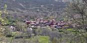 Un petit village, isolé dans la montagne, mais pas du reste du monde. Foto:  Rowanwindwhistler / Wikimedia Commons / CC-BY-SA 4.0
