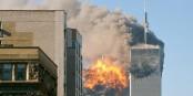 Le moment qui allait changer le monde. Le vol UA 175 frappe la tour sud du WTC à New York. Foto: upstateNYer / Wikimedia Commons / CC-BY-SA 2.0